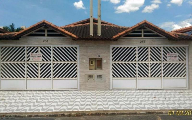 Casa Geminada no Jardim Real, Praia Grade de 2 Dormitórios com 1 Suite à 200m do Mar