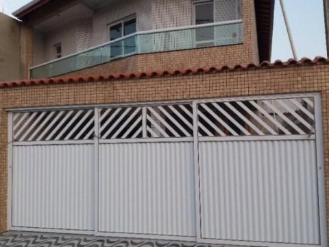 Linda casa em condomínio no Samambaia com excelente acabamento.