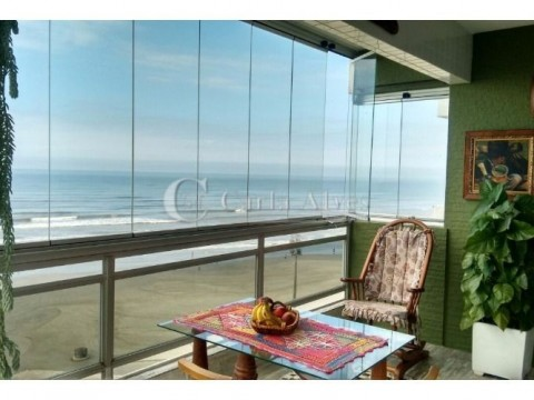 Apartamento TOP na Vila Caiçara de Frente pro Mar, com Sacada Gourmet