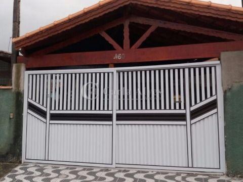 Casa Geminada de 3 Dormitórios com 1 Suíte na Vila Caiçara, Praia Grande - SP