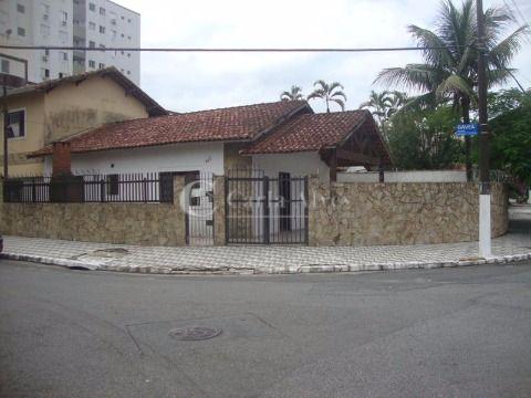 Casa de Esquina de 2 Dormitórios com Churrasqueira e 1 Suíte na Guilhermina, Praia Grande - SP