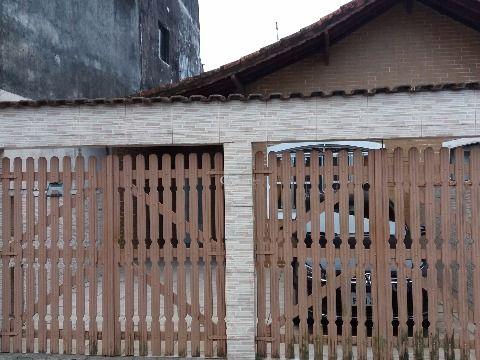 Casa Geminada de 2 Dormitórios com Churrasqueira no Balneário Maracanã, Praia Grande - SP
