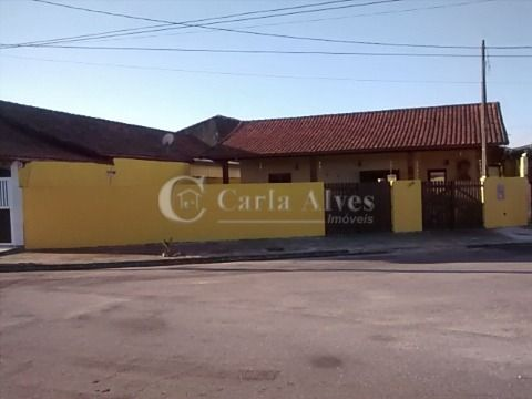 Casa Térrea Isolada de 3 Dormitórios com Churrasqueira na Vila Mirim Praia Grande