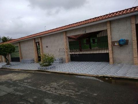 Ótima casa em condomínio, localizada em Praia Grande