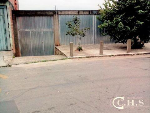 Terreno à venda com casa para demolição