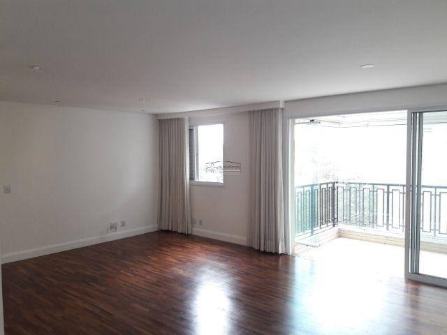 Apartamento em Alphaville, com 107m2, contendo 4 dormitórios sendo 1 suíte