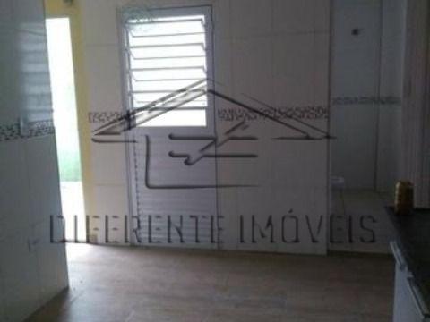 CASA 2 DORMITÓRIOS - 1 WC - A 1 QUADRA DA AV CELSO GARCIA !!