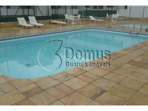 Apartamento 2 dormitórios, sacada, suite, área de lazer completa há uma quadra da praia