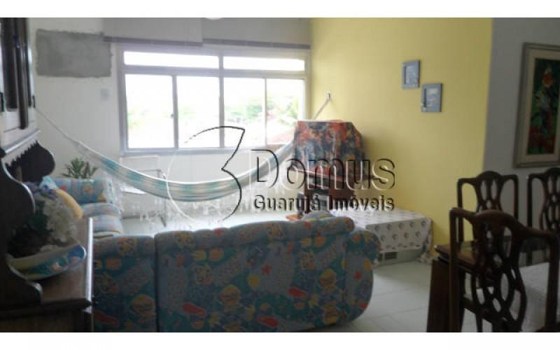 Apartamento amplo 2dormitórios mais dependência para empregada  excelente localização há 3 quadras da praia