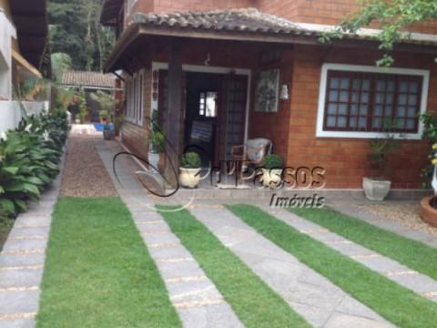Casa com piscina em Camburi ca 723