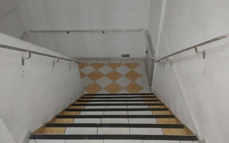 escadaria do prédio