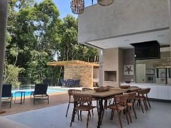 Casa à venda em Riviera - Módulo 24 - 5 suítes - linda