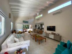 Casa à venda em Riviera - 3 suítes - linda