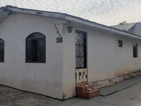 Residência em alvenaria no bairro Santa Terezinha.