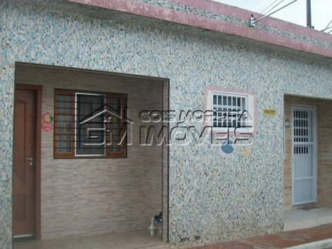 Casa 1 dormitório em condominio fechado na Praia Grande.