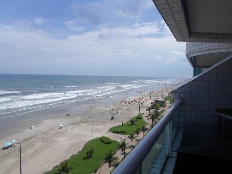Apartamento 3 dormitórios frente para o mar.