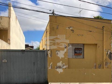 Casa à Venda no Centro de Jundiaí, com Amplo Quintal e 02 Casas