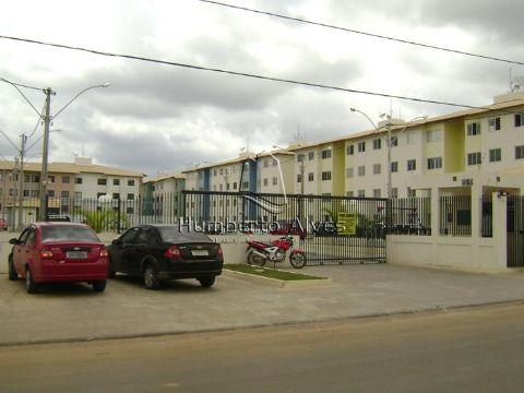 Apartamento no Condomínio Itapuã