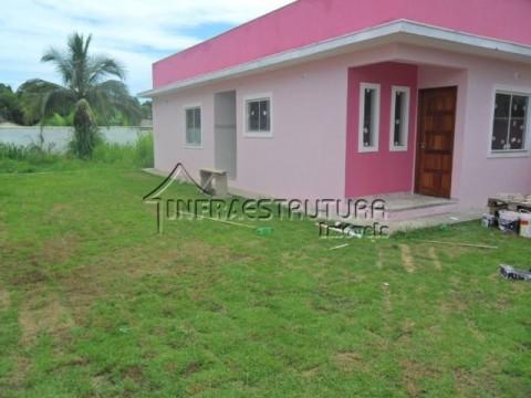 Casa em condomínio com terreno