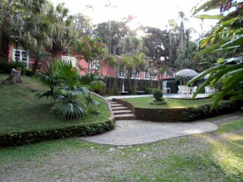 Terreno de.25.000 m² em Itapecerica da Serra, todo murado em pedra com zoneamento industrial residencial!!