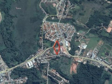 Área de 10.000 m2 a 5 minutos do centro de Ibiúna