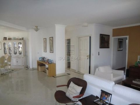 3 suites 5 vagas
