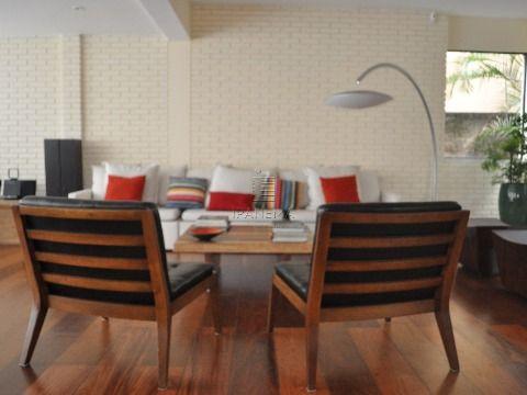 Belissima casa em Rua nobre do Bairro, com 3 dorms 2 suites, amplo closet!