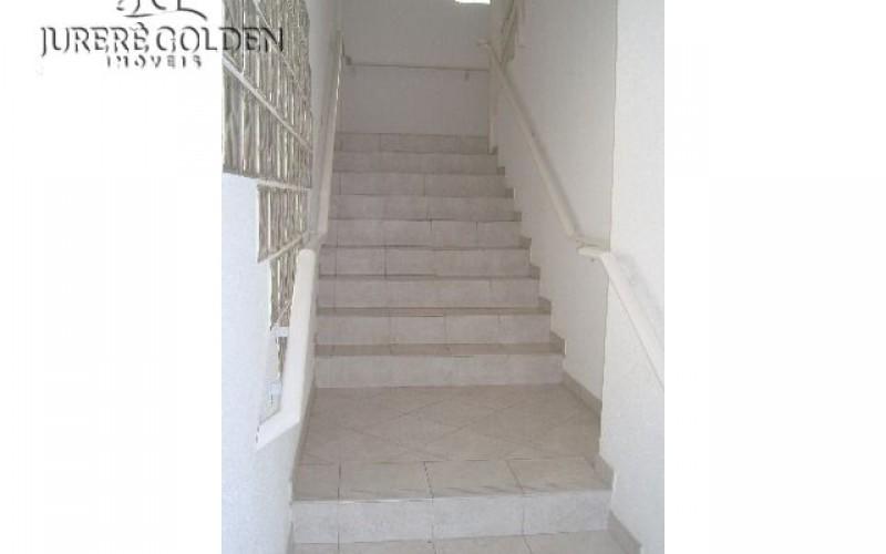 Escadaria amplas de acesso.JPG