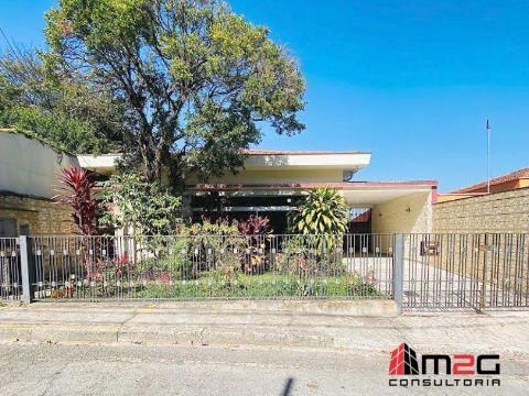 Ampla casa térrea para locação entre a V. Madalena e o Alto de Pinheiros - Oportunidade.