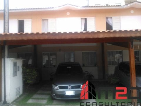 Casa assobradada à venda em condomínio fechado no bairro do Jaraguá.