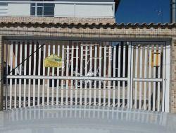 casa de condomínio, no bairro Anhanguera, sendo 2 dormitório, sala, cozinha, uma suite, 1 vaga de garagem area de serviço, casa nova pertinho do co...