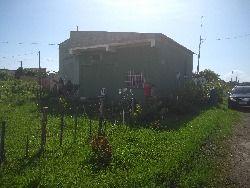 casa isolada em Itanhaen  , rua sem asfalto , a 1000 metros  da praia , construção muito boa , serve para comercio também , local bem tranquilo .