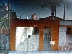casa terreá  bairro aviação  , dois dormitórios , com dois wc , garagem para 4 carros  , tem uma cobertura nos fundos  , tipo edicula com churrasqu...