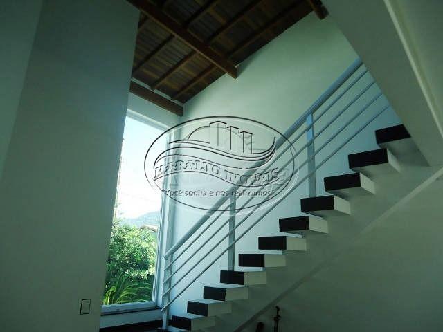 13 escada de acesso ao piso superior