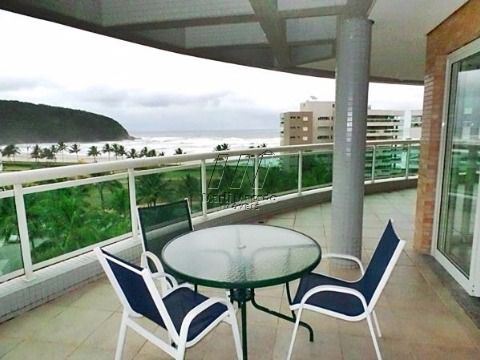 Cobertura penthouse pé na areia em Riviera com vista para o mar
