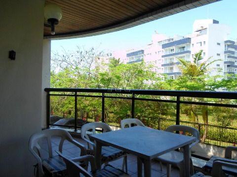 Apartamento PÉ NA AREIA com  belíssima vista para o mar.