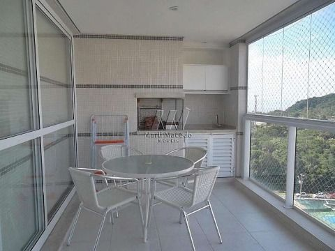 Apartamento com ampla varanda OPORTUNIDADE