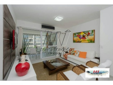 Apartamento com ampla varanda