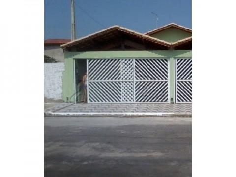 Linda casa de 2 dorm com excelente acabamento em Praia Grande SP.