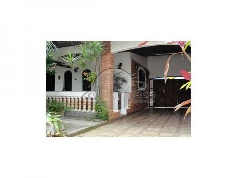 Bela casa isolada com área de lazer completa,  em Praia Grande. São paulo.
