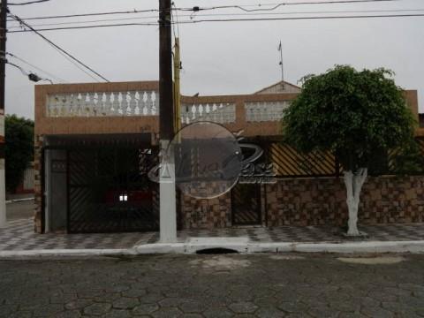 excelente casa 2 dormitórios,  sendo 1 suíte. em Praia Grande São Paulo.