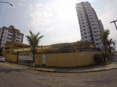 Casa de 01 dormitório em condominio fechado à beira mar em Praia Grande