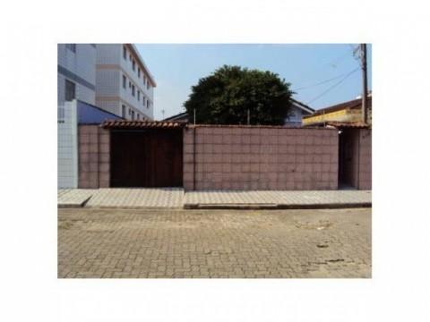 Linda casa isolada 2 dorm com piscina em Praia Grande SP.