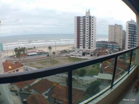 Apartamento 2 dormitórios com sacada e vista para o mar !