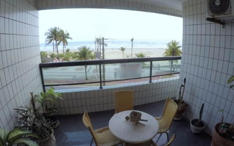 Apartamento na Praia Grande sacada de frente para o mar.