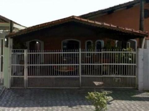 Casa de 2 dormitórios na Guilhermina em Praia Grande