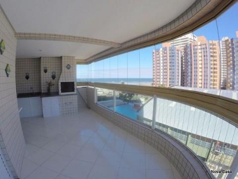 Apartamento com 3 dormitórios e sacada gourmet e piscina.