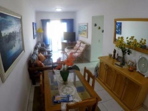 Apartamento em Praia Grande com 2 dormitórios, sacada e piscina