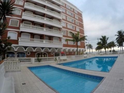 Apartamento com 3 dormitórios de frente para o mar.