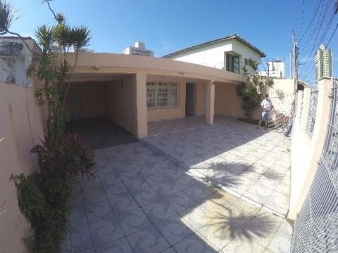 Casa isolada em Praia Grande no Bairro Jardim Guilhermina